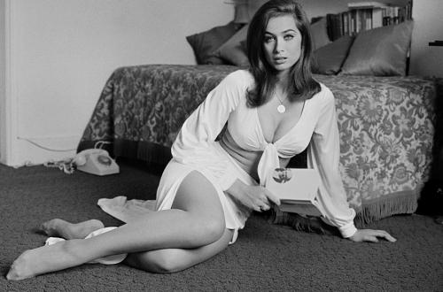 Valerie Leon, 21st July 1971. (Photo by Jack Kay/Daily Express)
