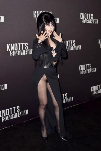Elvira at Knott's Scary Farm, 8/30/16 PHT